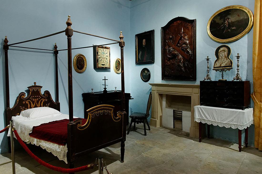 Royal bedchambers