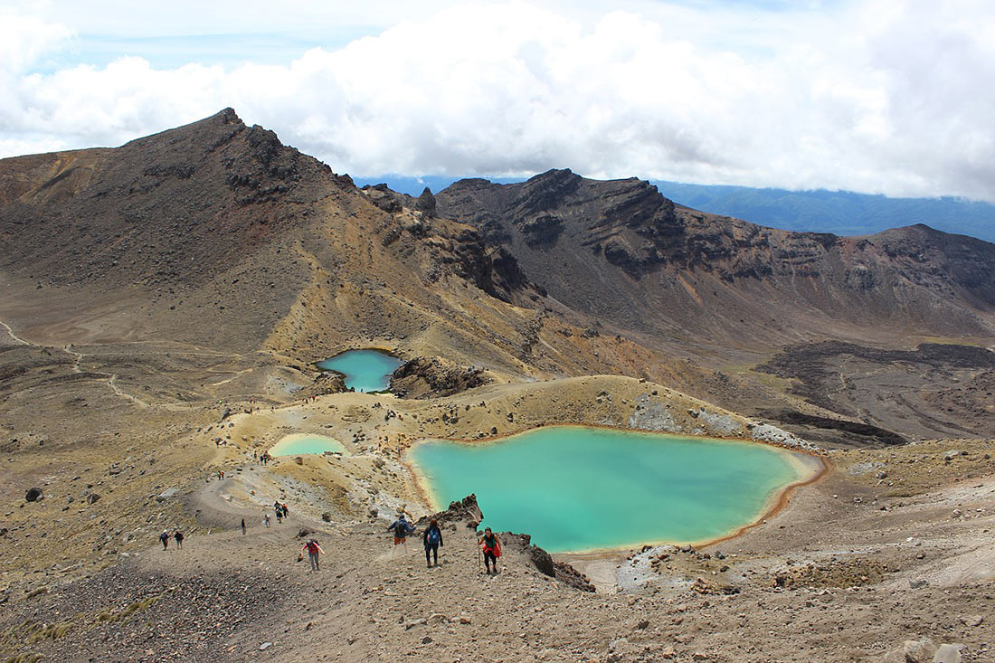 Emerald lake in Tongariro National Park